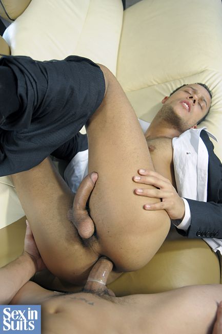 Gentlemen 04: In Hot Pursuit - Gay Movies - Lucas Raunch